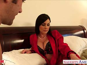 Hottie Kendra Lust craves dick in her MILF vag